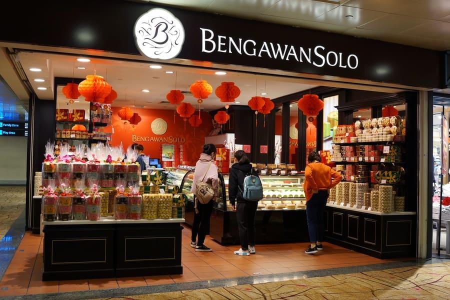 Bengawan Solo snacks souvenir shop in Changi Airport Terminal 2, Singapore