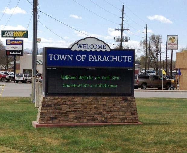 Parachute, Colorado town sign