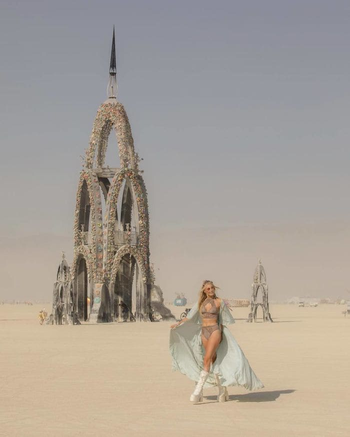 Woman in front of a sculpted castle