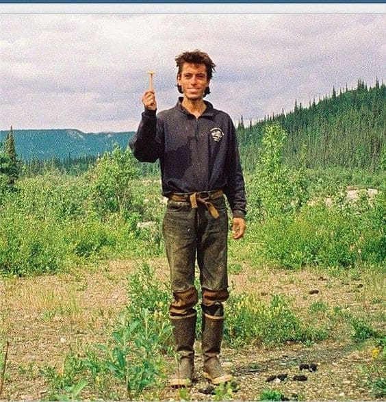 Chris McCandless holding a razor blade