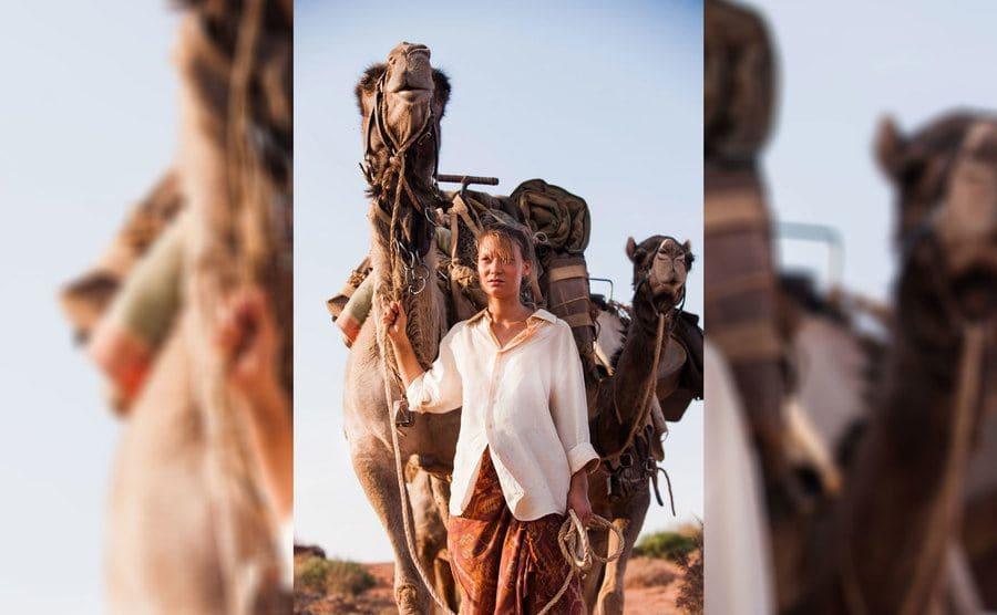 Mia Wasikowska as Robyn in 'Tracks'