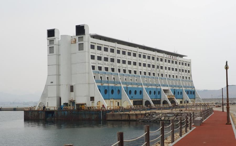 The floating hotel anchored on the shore