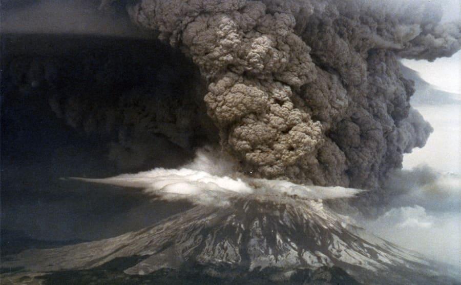 Mt St Helens eruption in 1980