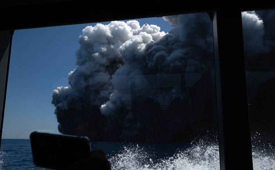 The smoke cloud covering White Island mountain