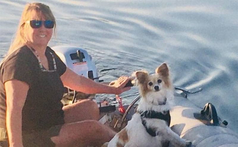 Tami Oldham sailing with her dog