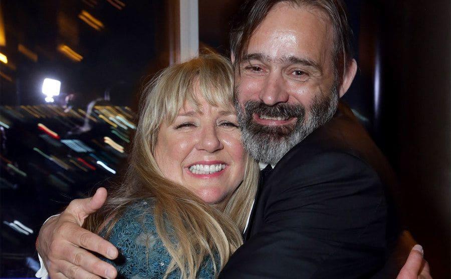 Tami Oldham Ashcraft and Baltasar Kormakur hugging