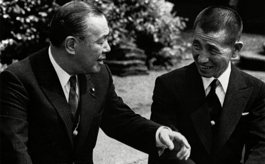Prime Minister Kakuei Tanaka and Hiroo Onoda sitting together in discussion