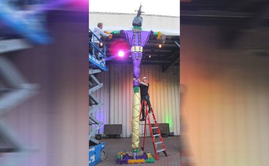 The record-breaking voodoo doll standing in all its glory, 2 stories high.