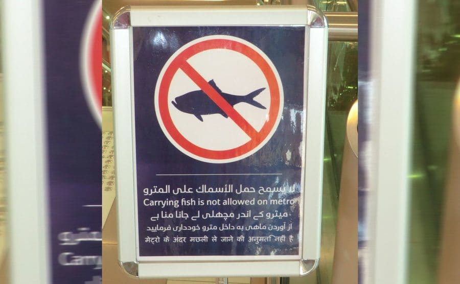 A sign mentioning you cant bring fish on the metro