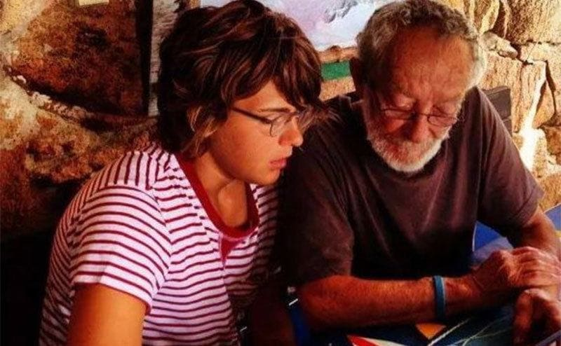 Morandi being show something on his iPad by a young woman.