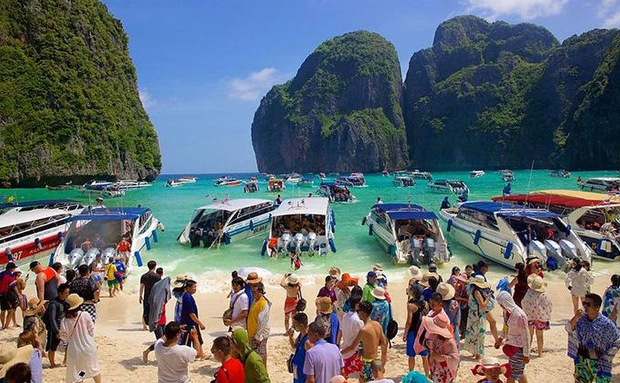 A crowd from tourists at Maya Beach.