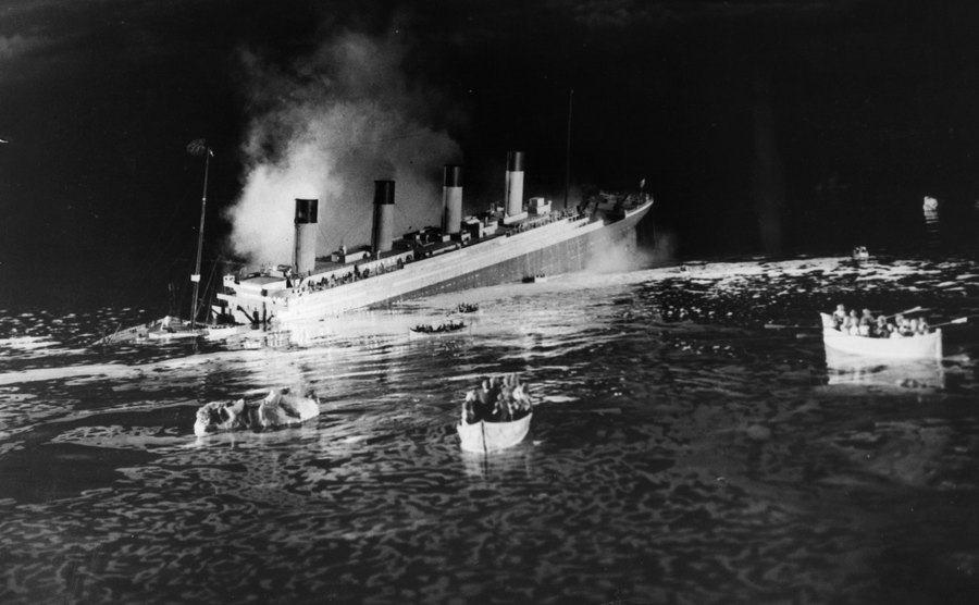 The sinking ship scene from the film 'Titanic.'