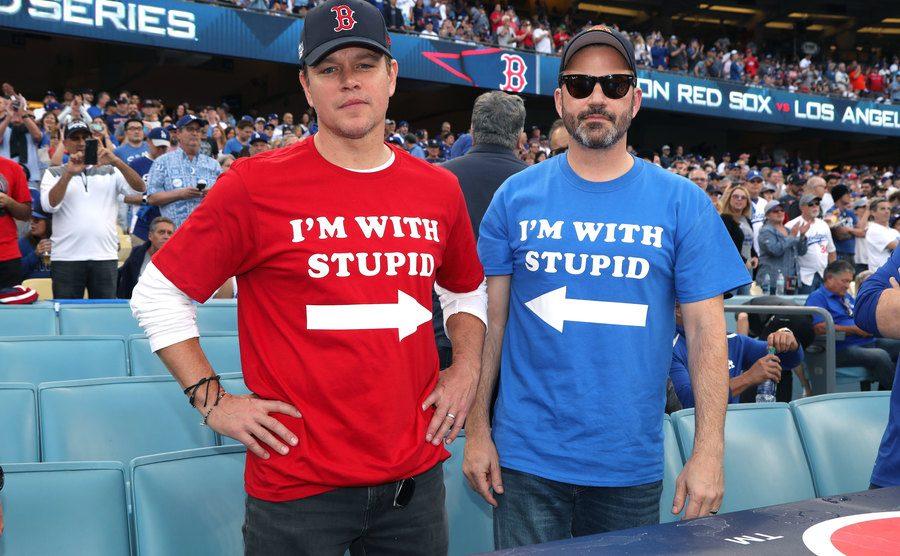 A picture of Matt Damon and Jimmy Kimmel.