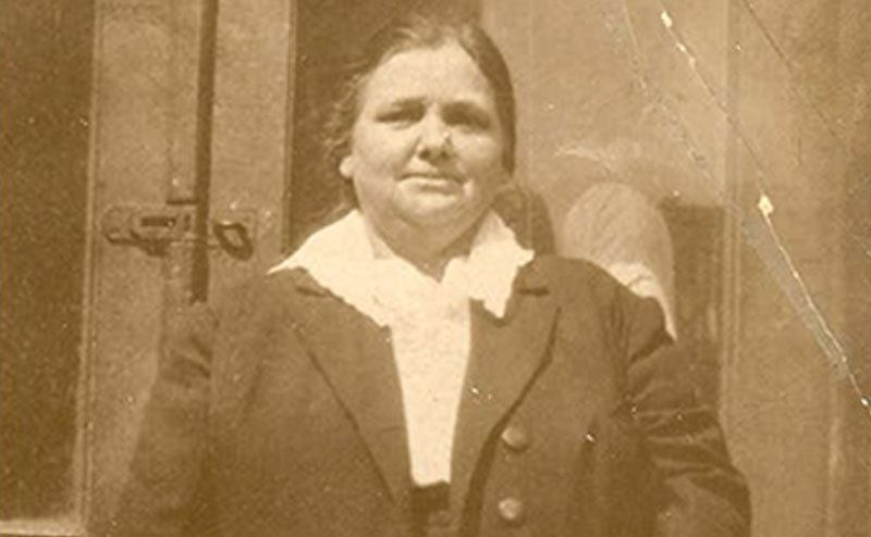 A picture of Annie Moore.