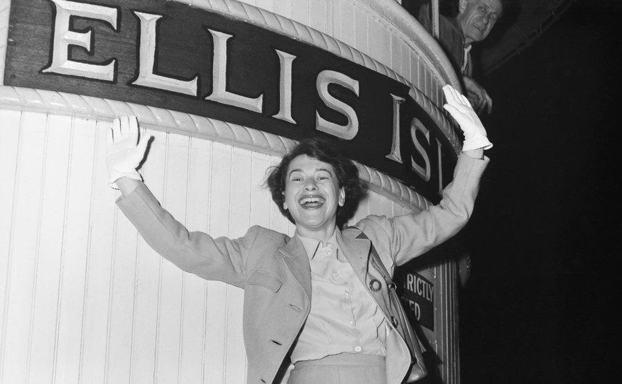 A picture of Ellen Knauff at her arrival at Ellis Island.